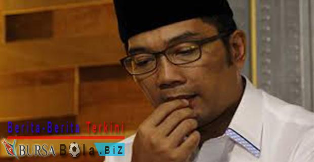 PDIP-Beri-Tanda-Lirik-Ridwan-Kamil-Menjadi-DKI 1