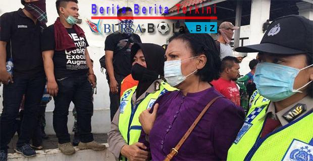 Ratna-Sarumpaet-Disergap-Polisi-Karena-Dianggap-Sebagai-Provokator