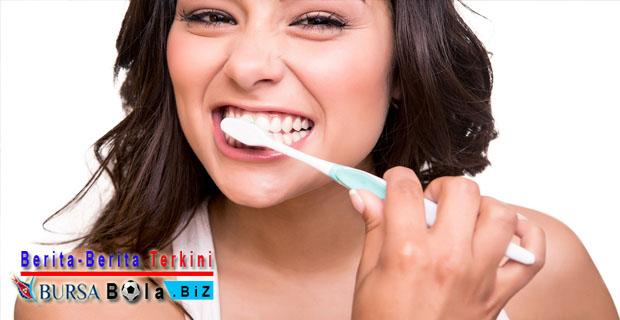 Bermasalah Dengan Karang Gigi? Hilangkan Dengan 5 Bahan Alami Berikut