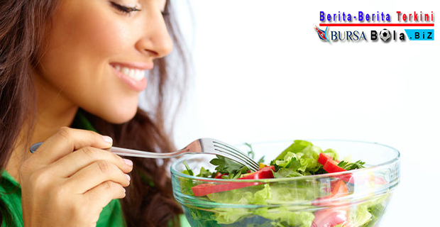 Atasi Bau Mulut Dengan Cara Konsumsi 4 Makanan Sehat Berikut