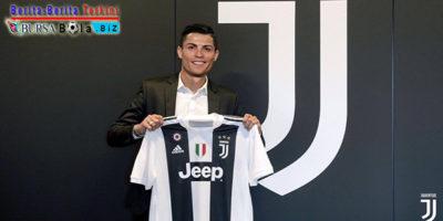 Tiba di Turin, Posisi Apakah Ronaldo di Juventus?