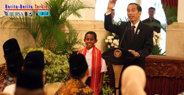 Jokowi: Kamu Takut Tidak Panjat Tiang Bendera 20 Meter? Ini Dia Jawaban Joni