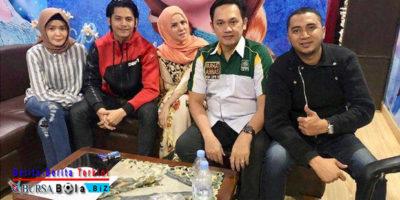 Kisruh Rumah Tangga Vicky Prasetyo, Farhat Abbas Siap Bela Angel Lelga